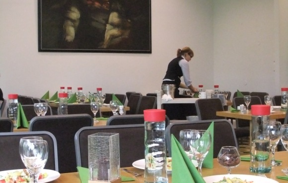 Setting up for lunch, 28/9/11_low-res