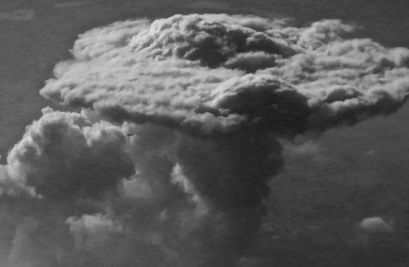Beneath mushroom cloud, 18/10/15